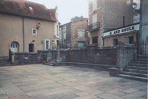 Parvis de justice de l'abbaye Sainte-Croix à Poitiers.(le nom