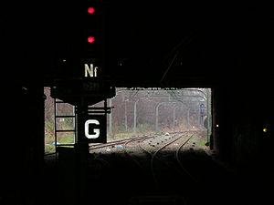 Les voies vues depuis la Pereire vers Pont-Cardinet. Le carré reste fermé... (01/02/07)