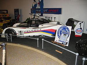 Peugeot 905 victorieuse des 24 Heures du Mans 1992 et 1993.