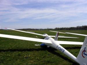 Planeurs alignés pour décoller et effectuer un vol sur la campagne