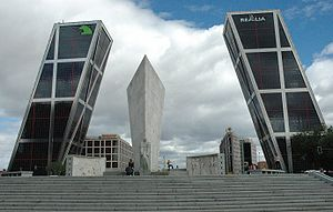 Puerta de Europa, les premi�res tours inclin�es dans le monde