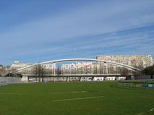 Le pont entre la station Javel et la station Boulevard Victor, vu du Parc André Citroën