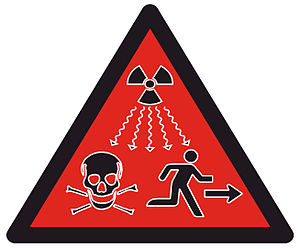 Nouveau symbole transf�r� le 15 f�vrier 2007 par l'AIEA � ISO (International Organization for Standardization). Il doit remplacer le symbole jaune classique, uniquement