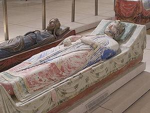 Gisants de Richard Cœur de Lion (au premier plan) et d'Isabelle d'Angoulême (au second plan) à l'abbaye de Fontevraud.