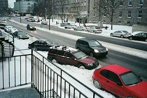 Le stationnement devient plus difficile pendant l'hiver.