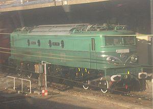 La 2D2 9135 en cours de restauration � proximit� de la gare de Lyon.