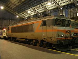 La BB 7262 en livrée béton en gare d'Austerlitz (23/11/2005).