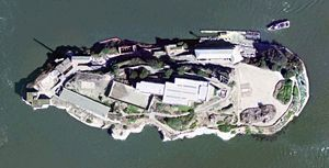 Exemple d'orthophotographie issue de Google Earth : ici la prison d'Alcatraz.