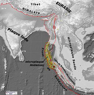 Localisation du séisme: épicentre (carré rouge) et répliques (en jaune); plaques tectoniques majeures et  principales failles (en rouge), source IPGP