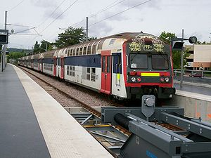 Quais des trains vers la gare Saint-Lazare. Remarquer le heurtoir «dynamique» à absorption d'énergie