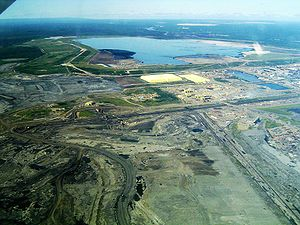 Site minier Syncrude au bord du lac Mildred dans L'Alberta au Canada