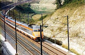 Rame TGV Sud-Est dans sa livrée orange originelle