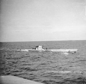 Le U-660, U-boot allemand en surface, en 1942.