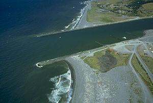 l'artificialisation des littoral est également liée à celle des cours d'eau. Les jetées sont ici des facteurs supplémentaires de fragmentation écologique