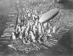 USS Akron (ZRS-4) au dessus de Manhattan (1931-1933)