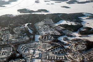 La p�riurbanisation acc�l�r�e des capitales (ici stockholm, banlieu de Viksj�) se fait au d�triment des espaces naturels et/ou agricoles p�riph�riques, f�vrier 2007