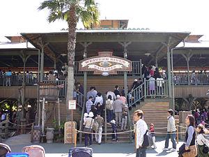L'entrée de Western River Railroad à Tokyo Disneyland.
