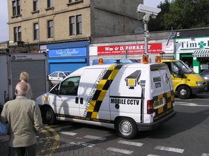 Une voiture de vidéosurveillance