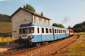 Autorail X 2912 en gare de la Chaux-des-Crotenay (Jura) en aout 1995