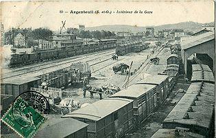 La gare d'Argenteuil avant 1907. Remarquer les trains à impériale ouvertes ou fermées