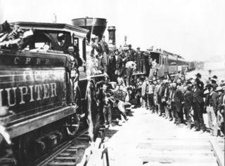 Célébration de la jonction des deux lignes du chemin de fer transaméricain le 10 mai 1869 au Golden Spike, dans l'Utah.