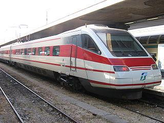Une rame pendolino en gare de Rome.