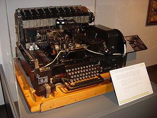 Machine de radiotélétype Siemens T52, datant de la Seconde Guerre mondiale.
