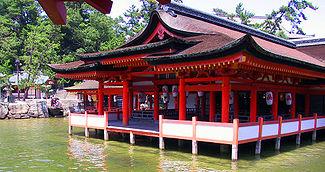 Le temple d'Itsukushima (????, Itsukushima-Jinja) � mar�e haute (1168)