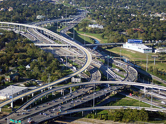 L'Interstate 45 et 10 qui traverse le centre ville