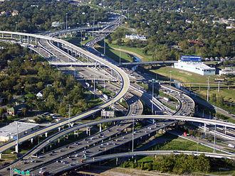 L'Interstate 45 et 10 qui traverse le centre ville