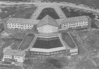 Grand Séminaire de Chicoutimi lors de sa construction en 1958.