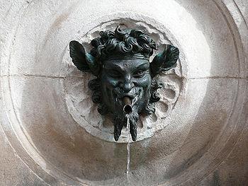 Jusqu'au 19ème siècle, c'est généralement aux fontaines et puits qu'il fallait aller chercher l'eau, plus ou moins potable