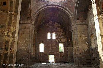 L'architecture arménienne est très basée sur l'art roman. Ici Aruchavank