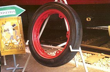 Un pneurail d'automotrice Bugatti exposé à la Cité du train de Mulhouse
