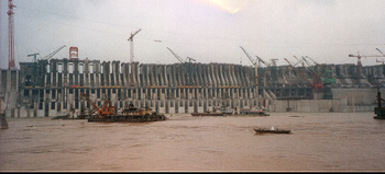 Le barrage en construction - été 2002