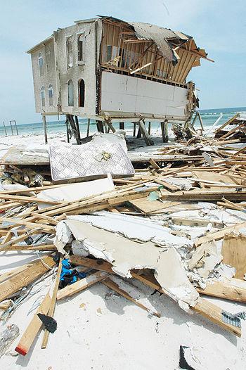 Dégats causés par l'ouragan Dennis en 2005.