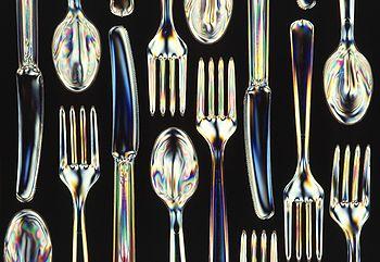 Couverts en matière plastique biodégradable.