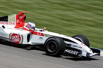 Jenson Button au volant de la 006