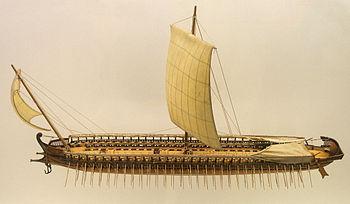 Modèle en bois de trière grecque