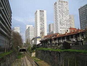 Vue des voies de la petite ceinture dans le XIIIe arrondissement, près de Maison Blanche