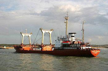 Le Pavel Korchagin, cargo de ligne russe de 1980, port en lourd de 6000 tonnes, à Brest.
