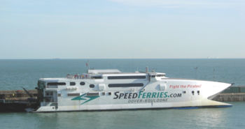 Catamaran perce-vagues de SpeedFerries en service sur la Manche