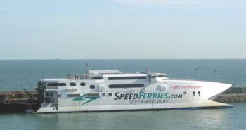 Catamaran perce-vagues de SpeedFerries en service sur la Manche