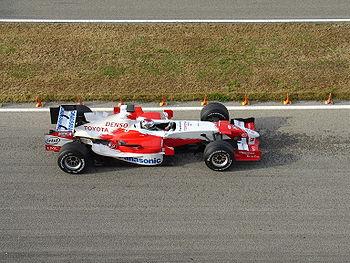 Jarno Trulli en essais hivernaux au volant de la TF106