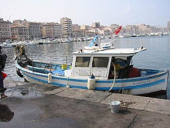 Bateau de pêche traditionnelle pointu du Vieux-Port de Marseille