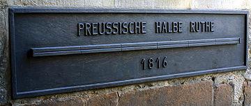 Étalon d'une demi-perche de six pieds prussienne. Voir aussi: toise