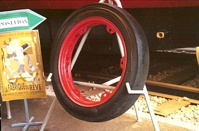 Pneu spécial pour autorail à pneus de Michelin (autorail Bugatti)