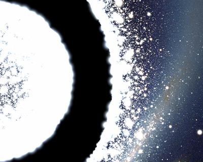 Un exemple de trou de ver dans une métrique de Schwarzschild tel qu'il serait vu par un observateur ayant franchi l'horizon du trou noir. La région d'où vient l'observateur est située à droite de l'image. Mise à part la région située proche de l'ombre du trou noir, les effets de décalage vers le rouge gravitationnel rendent le fond du ciel très sombre. Celui-ci est en revanche très lumineux dans la seconde région visible une fois l'horizon passé. Cette région ne sera cependant pas atteignable quelle que soit la trajectoire de l'observateur car celui-ci est condamné à finir sur la singularité gravitationnelle en un temps relativement bref.
