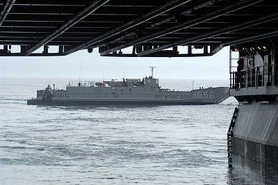 la version militaire: le LCU est un chaland de débarquement héritant du