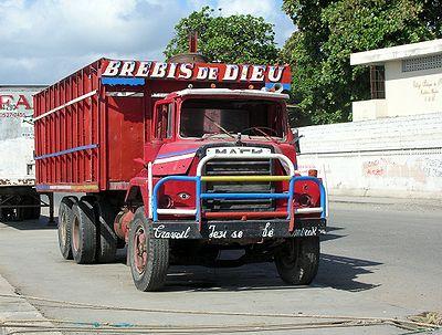Un camion Mack Trucks déjà âgé à Cap-Haïtien, Haïti.